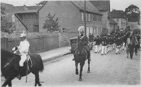 1931 - Umzug  Krieger-Militaerverein - - Spielmannszug   der Deutschen Turner